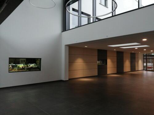 dcg-foerderpreis-schulaquaristik-2021-dillenburg-08-neue eingangshalle der wilhelm-von-oranien-schule